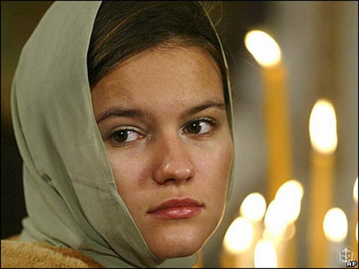 Що саме дозволено жінці в храмі під час місячних?